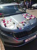 Dekorace na auto pro ženicha a nevěstu,