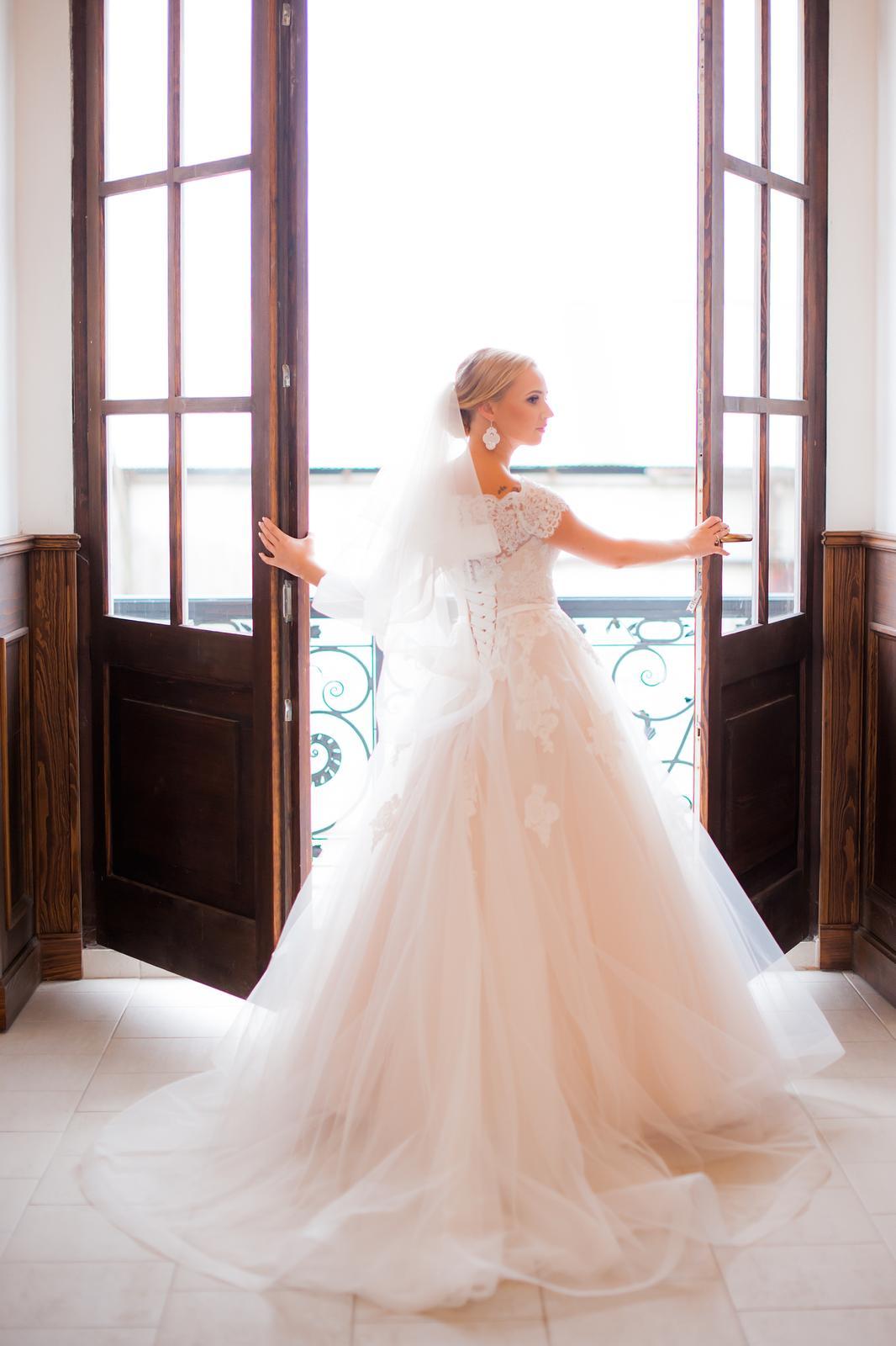 Svadobné šaty pre malé nevesty - Obrázok č. 1