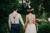 Svatební šaty s celokrajkovými zády, 34