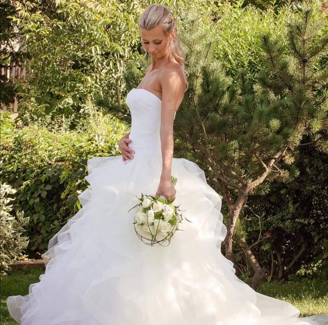 Svatební šaty ivory s volánovou sukní a vlečkou - Obrázek č. 1