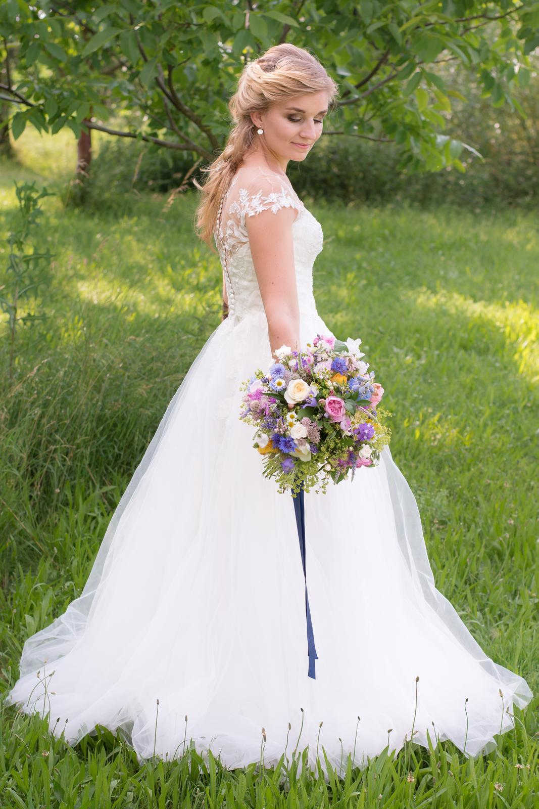 Něžné svatební šaty - Obrázek č. 1