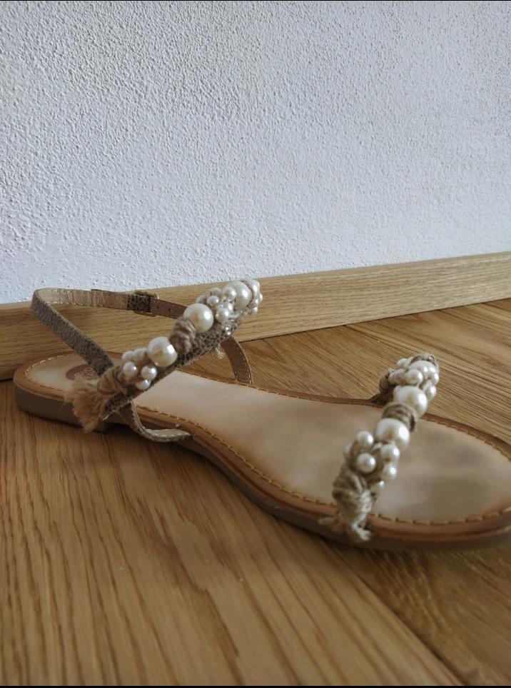 Kožené sandálky s perličkami - Obrázek č. 1