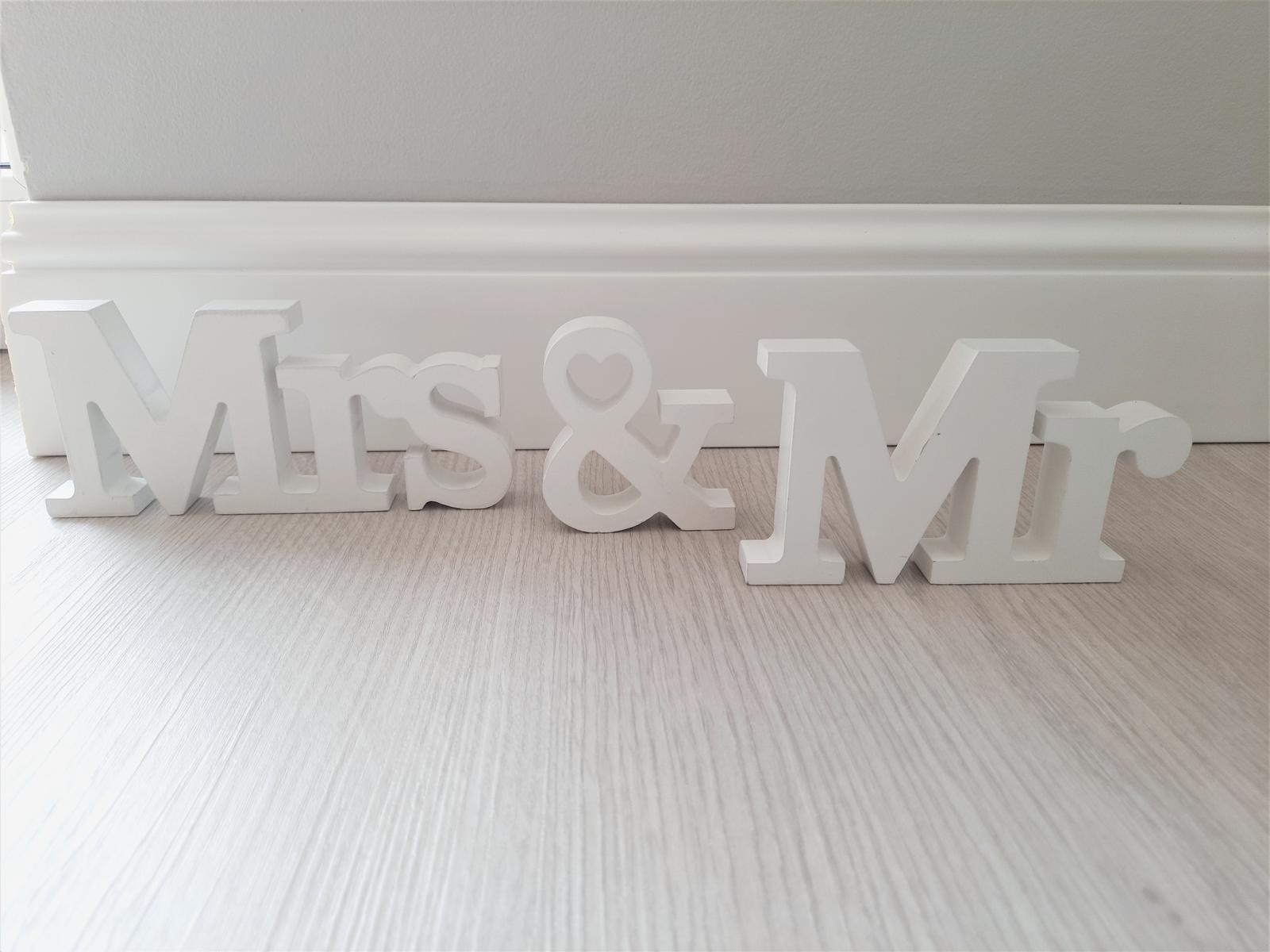 Nápis Mr & Mrs - Obrázek č. 1