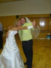 Se svědkem a zároveň bratránkem mého novomanžela, byl to veselý tanec :-)