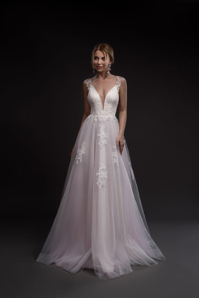 Svadobné šaty v salóne Brigit Boutique - Corinne