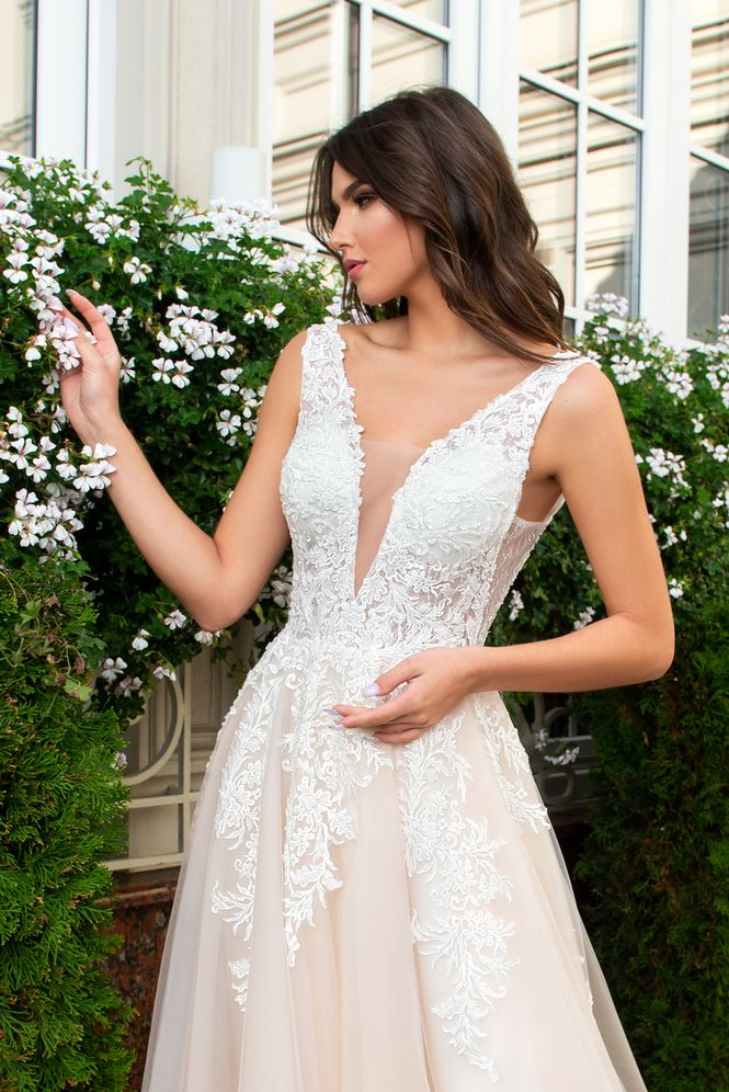 Svadobné šaty nemusia byť len biele - Obrázok č. 9
