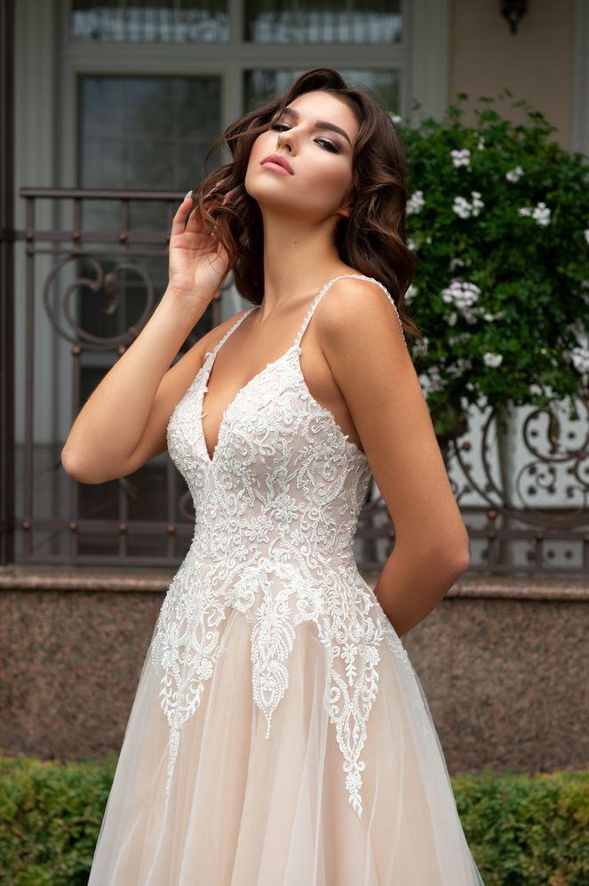 Svadobné šaty nemusia byť len biele - Obrázok č. 2