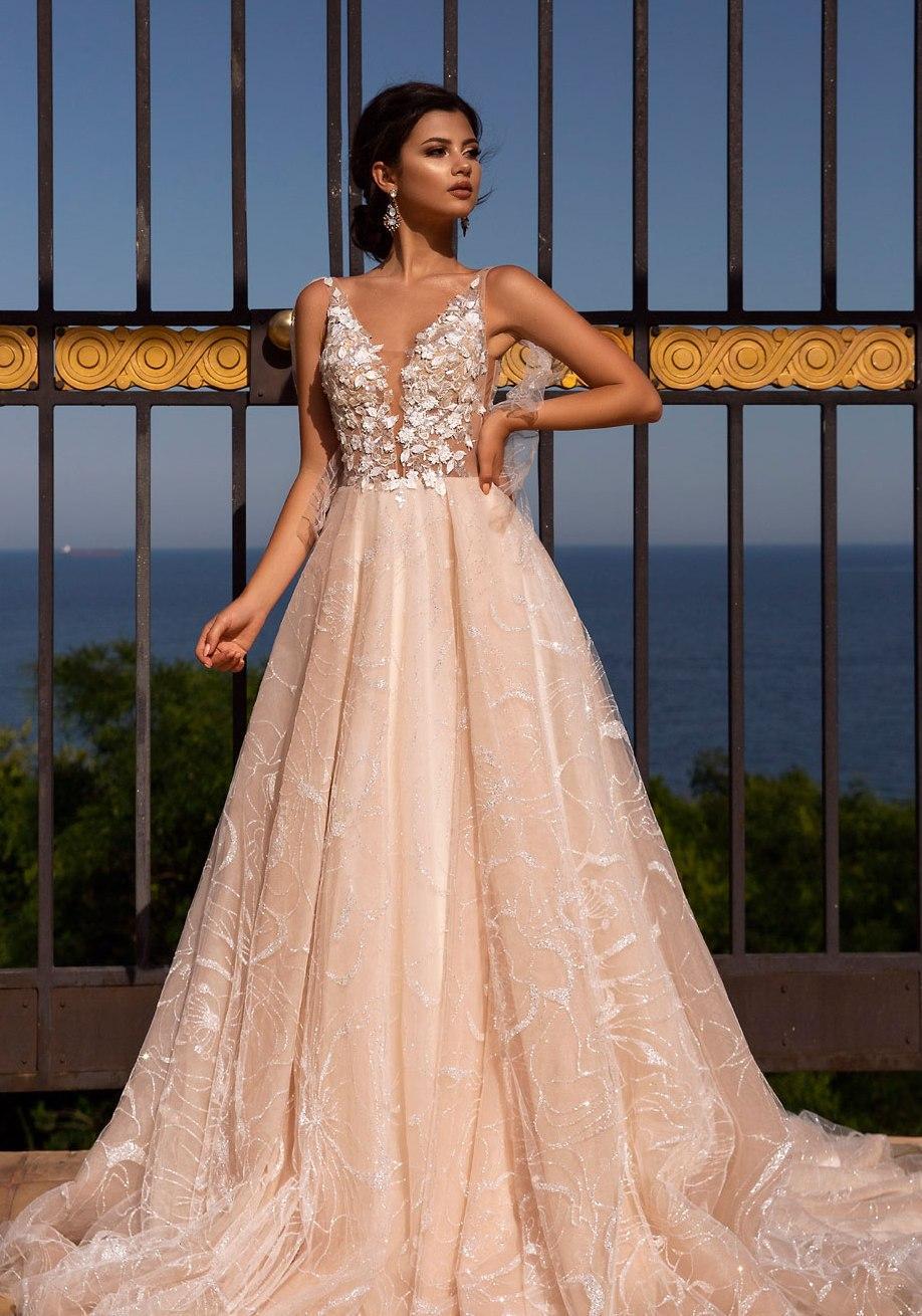 Svadobné šaty nemusia byť len biele - Obrázok č. 6