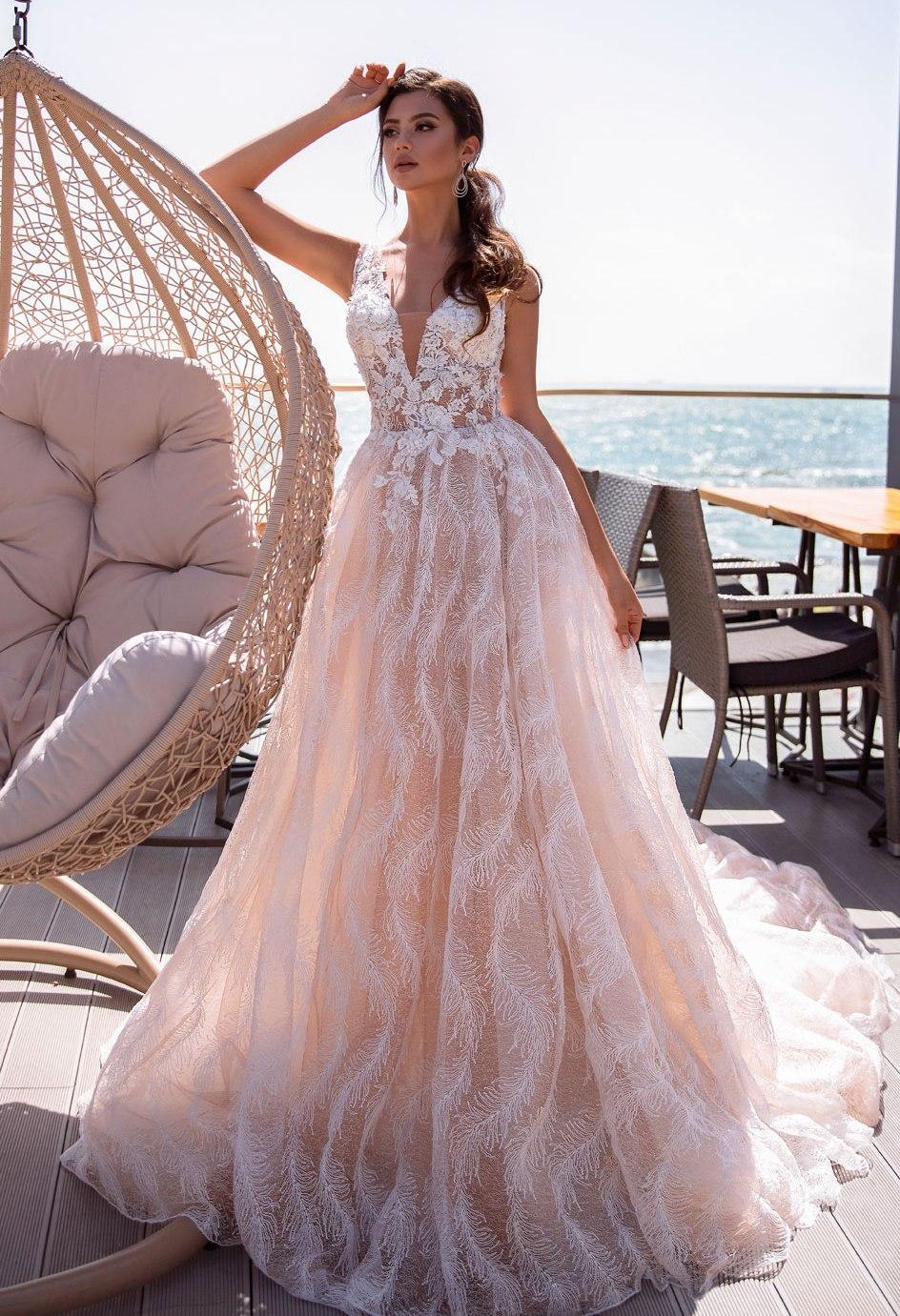 Svadobné šaty nemusia byť len biele - Obrázok č. 3