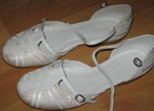 boty - musím mít bez podpatku, jsme s přítelem stejně vysocí