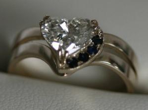 idealny zasnubny prsten, len skoda ze stoji pol miliona sk :-)