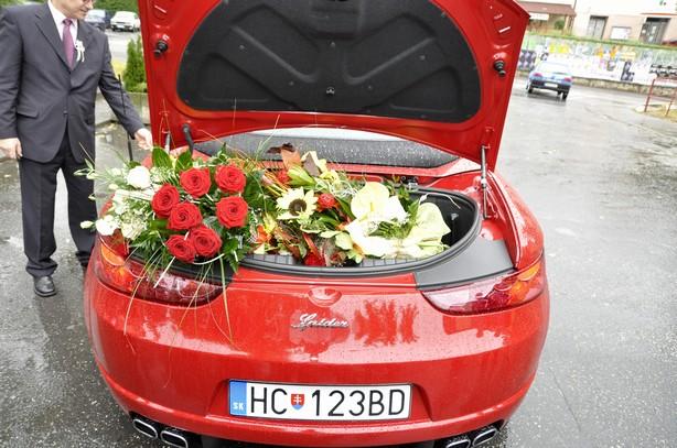 Elena Poláková{{_AND_}}Peter Záruba - kvetov sme dostali neurekom, plny kufor :-)