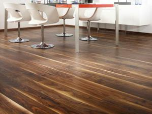 túto podlahu sme dali do celého domu, zatiaľ ešte nemáme nový nábytok ... zvažujem, či dať biely alebo svetlé drevo