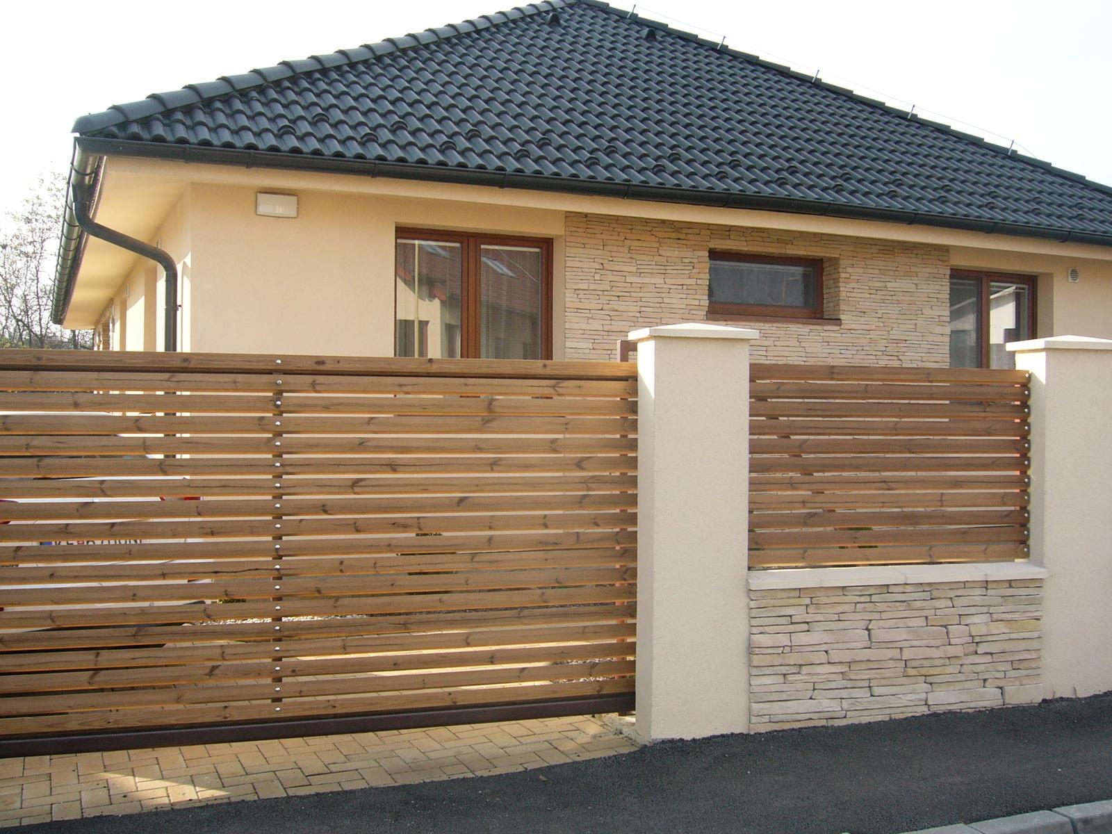 Bungalov - Konečne sme sa dopracovali k plotovým výplniam