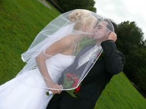 Mladomanželská pusa