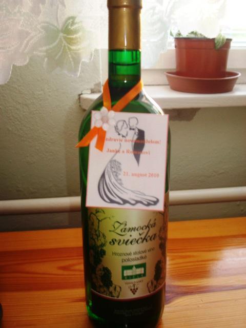 Janka a Roman - Naše etikety na víno, vlastnoručná výroba. Postupne sa dorábajú ďalšie a ďalšie