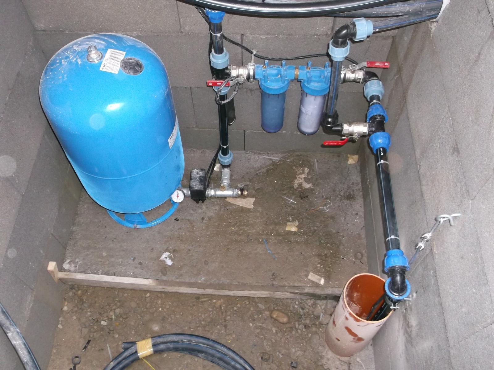 Pokracovanie stavby april-maj 2015 - Tak a voda uz fachci