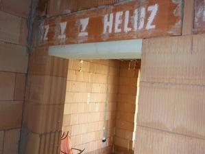 Musel som zmensovat dverove podhady na stavebnu vysku 203cm. Styrodur 8cm nalepeny penou