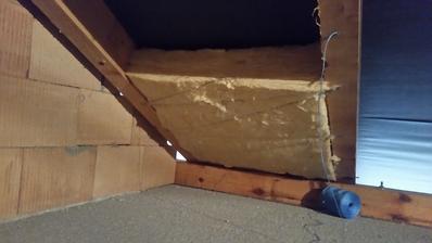 Tak a zacal som aj zateplovat zvysok strechy