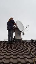 Montaz satelitu dokoncena. Uz ficime na TV aj na wifi