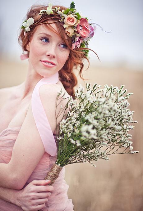 Kvetinové čelenky vo svadobnom účese - Obrázok č. 1