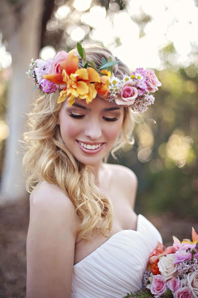 Kvetinové čelenky vo svadobnom účese - Obrázok č. 2