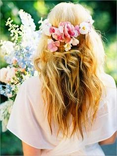Kvetinové čelenky vo svadobnom účese - Obrázok č. 3