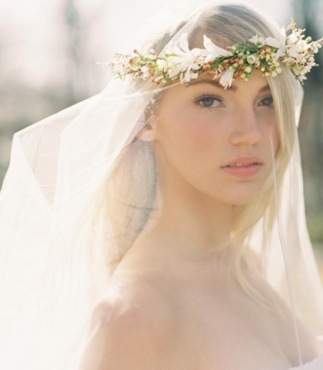 Kvetinové čelenky vo svadobnom účese - Obrázok č. 4