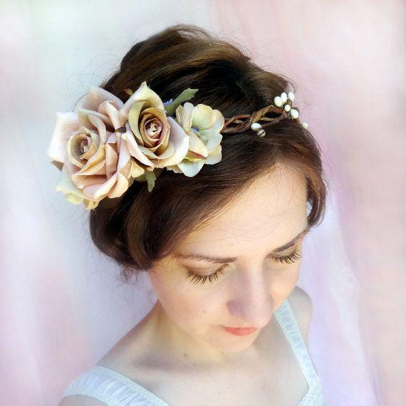Kvetinové čelenky vo svadobnom účese - Obrázok č. 5