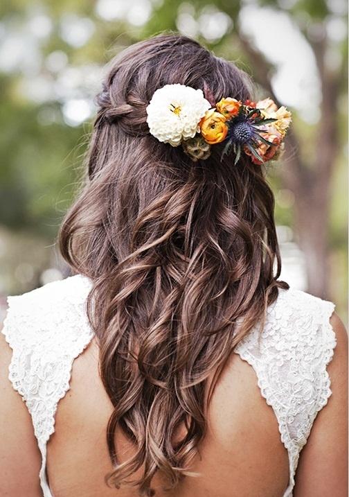 Kvetinové čelenky vo svadobnom účese - Obrázok č. 7