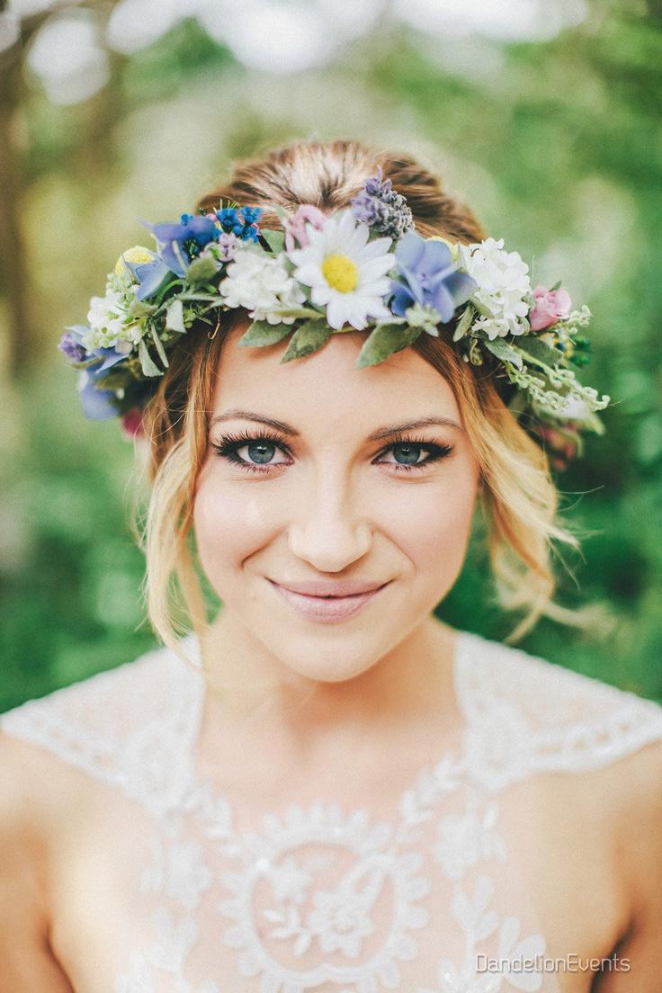 Kvetinové čelenky vo svadobnom účese - Obrázok č. 8