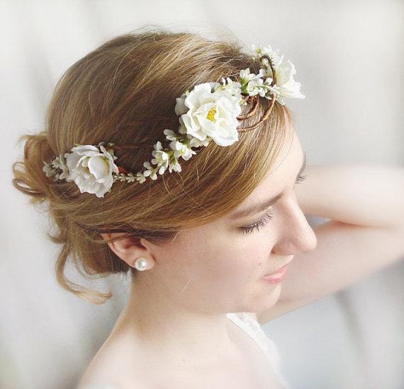 Kvetinové čelenky vo svadobnom účese - Obrázok č. 9