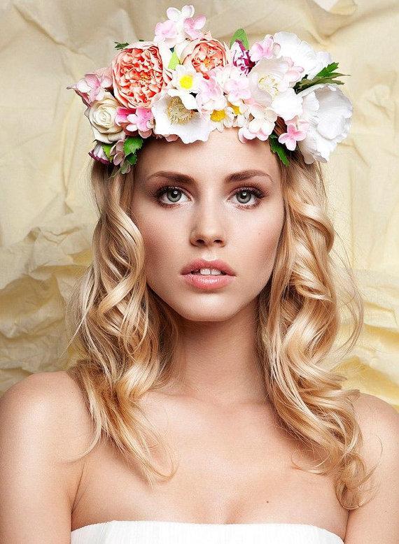 Kvetinové čelenky vo svadobnom účese - Obrázok č. 14
