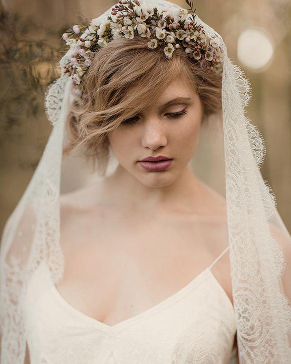 Kvetinové čelenky vo svadobnom účese - Obrázok č. 17