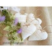 Levanduľové srdiečka pre svadobných hostí,