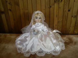 dorazila :) krásná panenka na auto