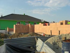 03.04.2012 Ťaháme múry