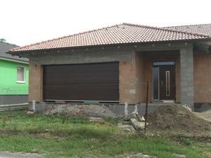 Namontované okná a brána - 13.07.2012