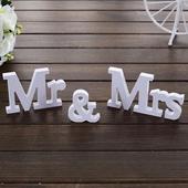nepouzity drevenny napis Mr & Mrs,