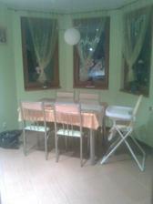 jedalen este stary stol a stolicky uz sa tesim na nove:0)))