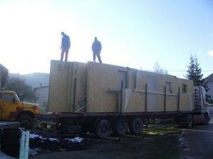 Náš vysnívaný domček na kamione.Konecne sa zacina stavať.