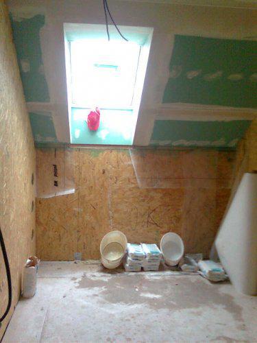 Nas dom - stresne okno a sadrokartony v kupelni