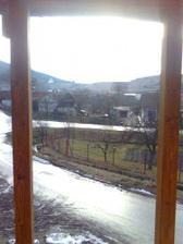 nas vyhlad z balkona na dedinu