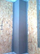 v dominikovej izbe okozovany komin