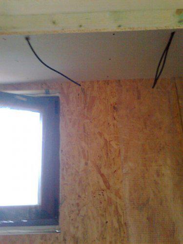 Sadrokarton na strope v dolnej kupelni nahodeny