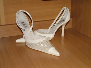 tak tohle jsou moje botičky :o)) už jsou hezky doma schované