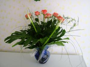 tuhle kytičku dostala maminka, když miláček žádal naše o ruku :o))