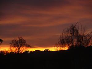 Západ slunce z okna v kuchyni