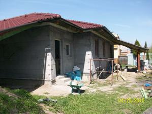 vlevo garaž