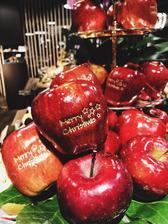 krasne jablka.. asi si jedno aj kupim :-D